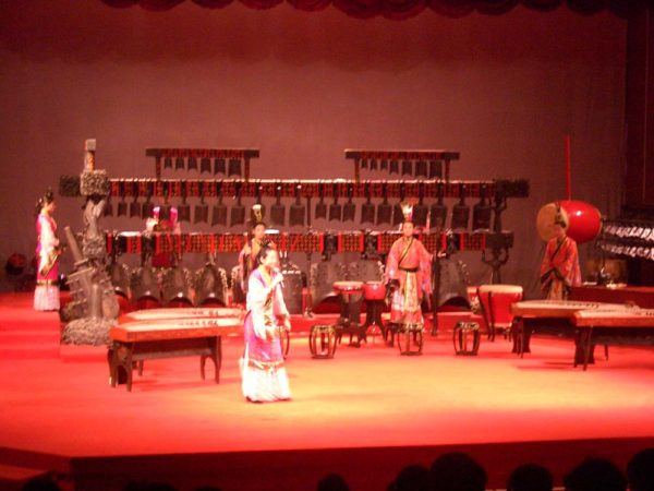 VM_4736_Hubei_Provincial_Museum_-_bianzhong_performance