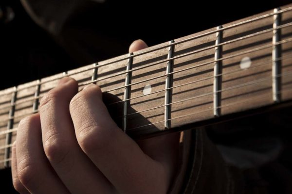 rock-music-guitar-acoustic-guitar-musical-instrument-close-up-656625-pxhere.com